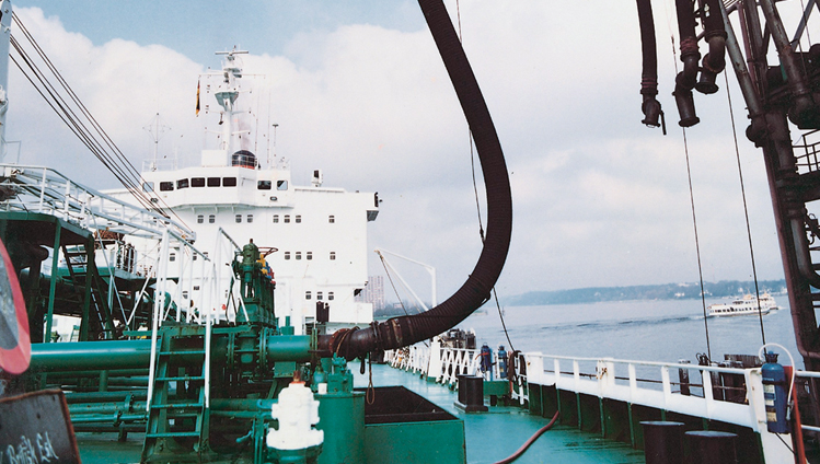 fluid-handling-industry-hose-big-bore-ship.jpg
