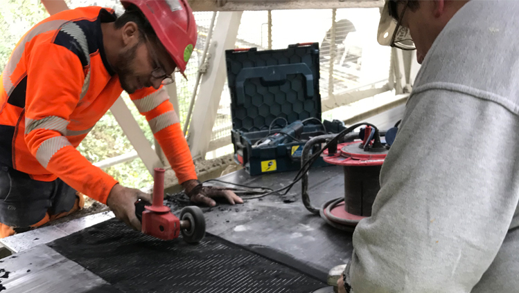 In record time, our service teams configured the CONTI MultiProtect belt monitoring System, delivered it, and installed it in the existing belt.